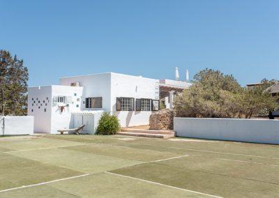 stunning tennis court of Villa tierra in formentera