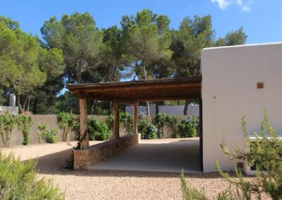 villa sueño entrance path with plants in la mola formentera