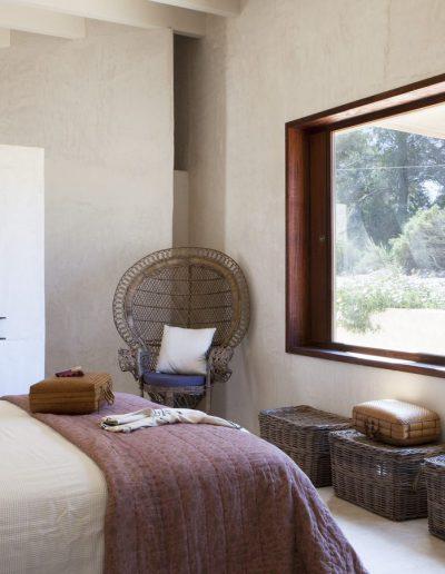immensive double bedroom with big window