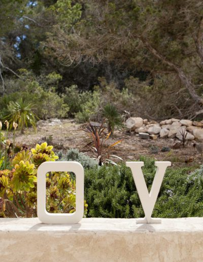 amazing sign of love in the garden of villa bohemian