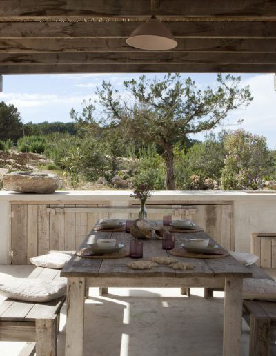 stunning outdoor salon with row wood finish