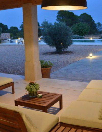 handsome sitting area during sunset in villa eloisa
