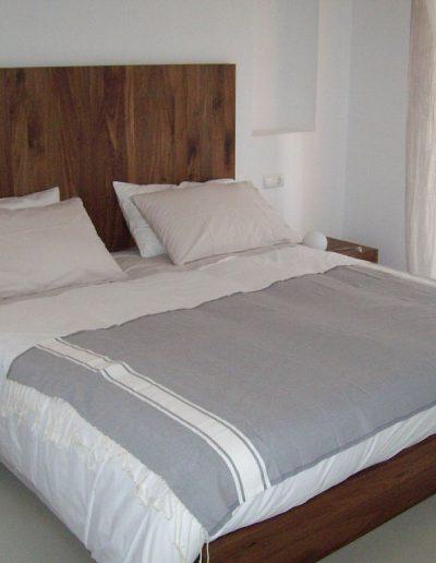 deluxe wood double bed