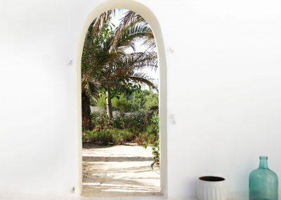 impressive architectural detail of a white arch outside villa om