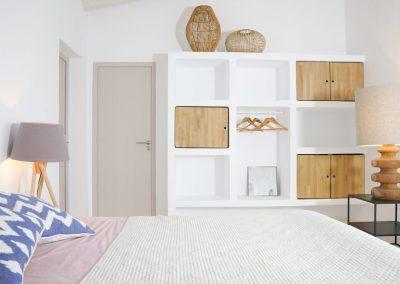 delightful double bedroom with wood details villa om