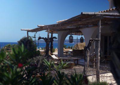 radian atrium in villa om facing the beach