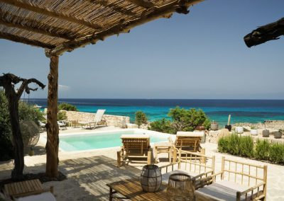 sublime pool side with sunvbeds villa Om