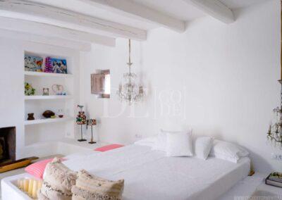 elegant bed and bedroom details in luxurious villa casanita for rent in formentera, sant Francesc
