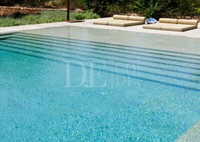 beautiful blue water in villa casanita's swimming pool for rent in formentera