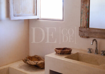 toilet details and window in the splendid villa Barbara for rent in formentera