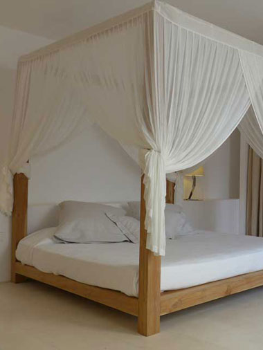 details of the baldacchino bed in villa es vedra with curtains