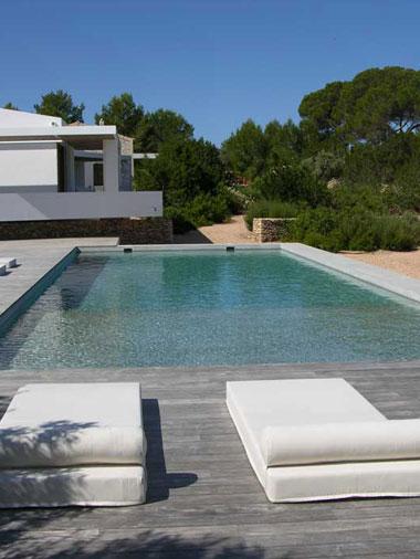 alternative view of the swimming pool area in villa es vedra