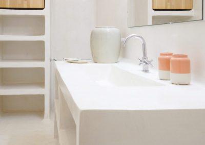 a cool bathroom in villa om