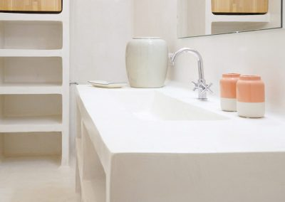 smoothly lines for a fantastic bathroom in formentera